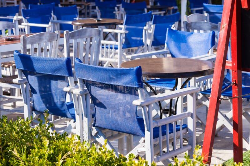 Restaurant extérieur de café ouvert en Grèce images libres de droits