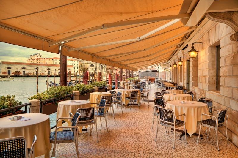 Restaurant langs Grand Canal. Venetië, Italië. stock foto's
