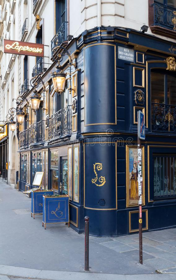 Restaurant Laperouse ist eine der meisten prestigevollen Einrichtungen in Paris, berühmt für seine ideale französische Küche und  lizenzfreie stockbilder