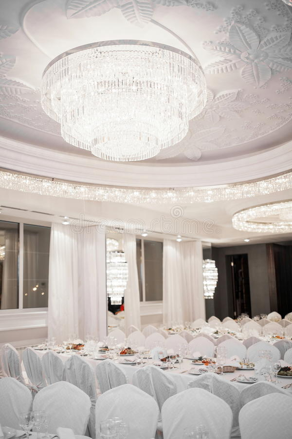 Restaurant luxueux images stock