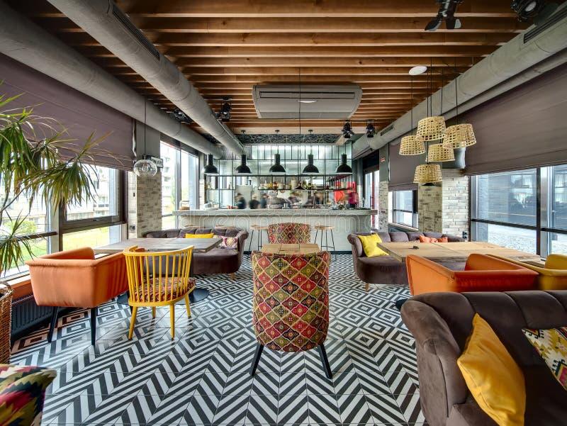 Restaurant Mit Offener Küche Stockfoto - Bild von auslegung, innen ...
