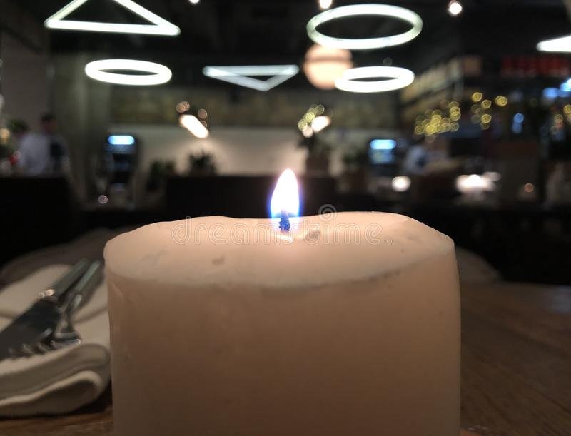 Restaurant in Moskou, nachtatmosfeer van de brandende kaars royalty-vrije stock foto