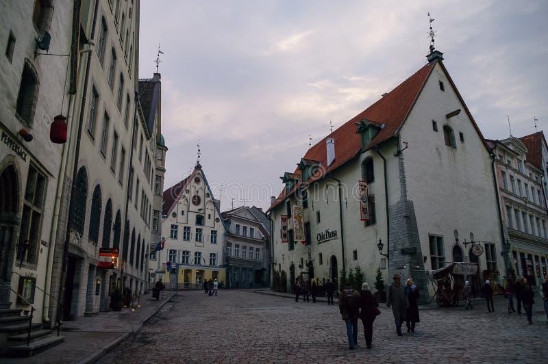 Restaurant Olde Hansa auf der Vanaturu Kael Straße in der Altstadt Tallinn, Estland stockfotografie