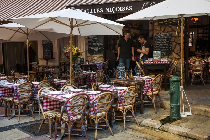Restaurant op Rue Pairoliere in Nice, Frankrijk stock afbeelding