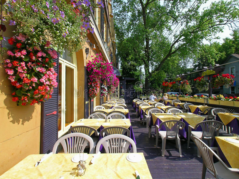 Restaurant openluchtterras royalty-vrije stock afbeeldingen