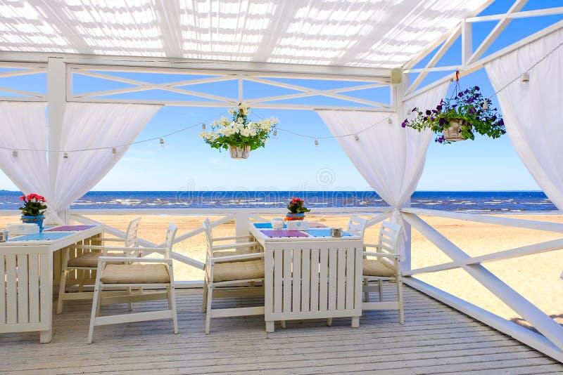 Restaurant sur la plage photographie stock libre de droits