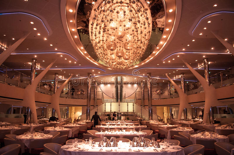 Restaurant sur le bateau de croisière photo stock