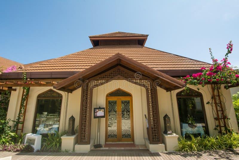 Restaurante árabe da cozinha no recurso tropical luxuoso na ilha imagem de stock royalty free