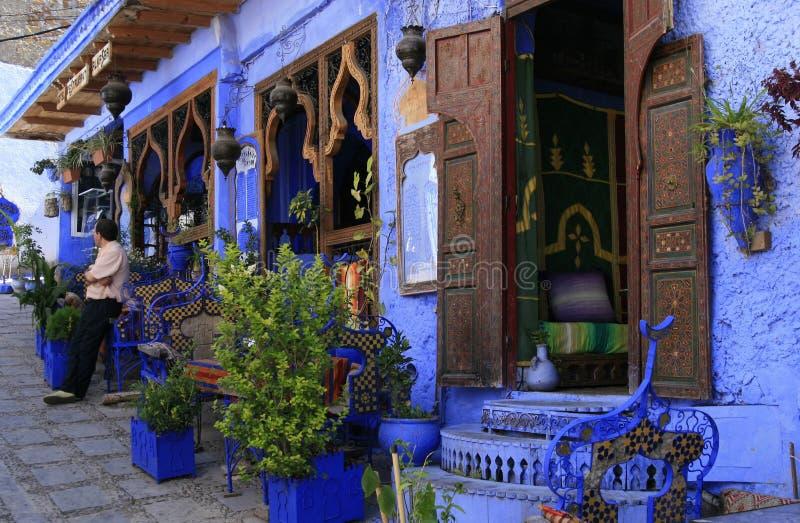 Restaurante étnico en Chefchaouen, Marruecos imagenes de archivo