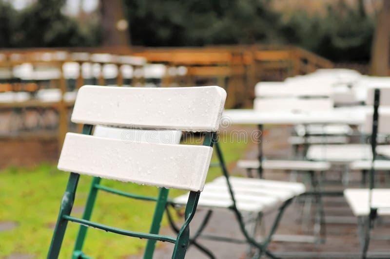 Restaurante al aire libre vacío imagenes de archivo