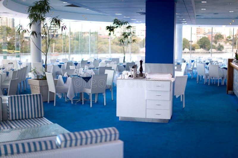 Restaurante azul e branco fotografia de stock