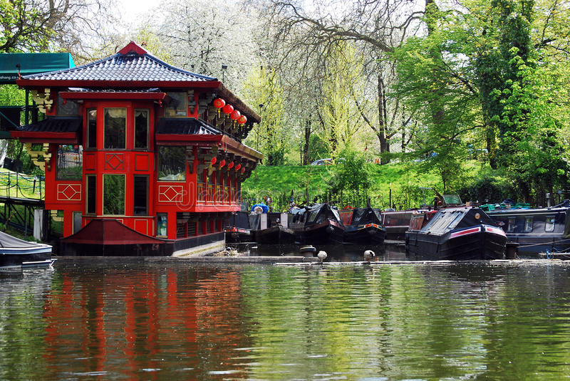 Restaurante chinês de flutuação no canal do regente, Londres foto de stock royalty free