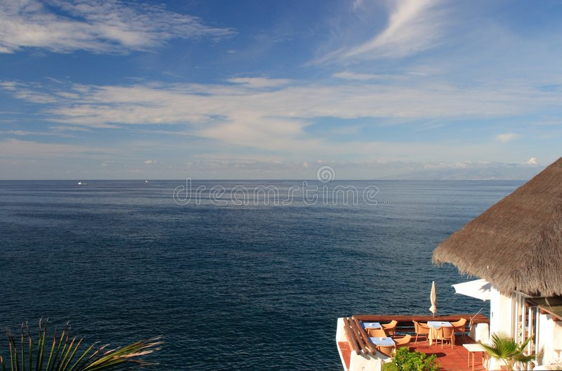 Restaurante com opinião de oceano fotos de stock royalty free