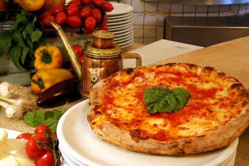 Restaurante de la pizza fotografía de archivo libre de regalías
