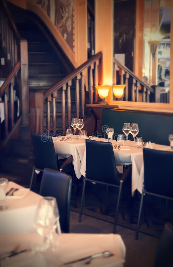 Restaurante de la tarde imagen de archivo libre de regalías