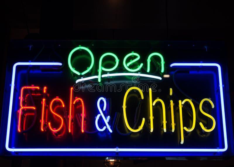 Restaurante de los pescado frito con patatas fritas imagen de archivo libre de regalías