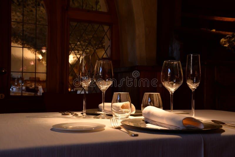 Restaurante de lujo elegante, arreglo elegante de la tabla foto de archivo libre de regalías