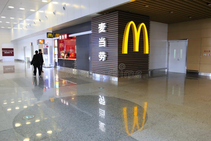 Restaurante de Mcdonald t4 del terminal, ciudad amoy, China fotos de archivo