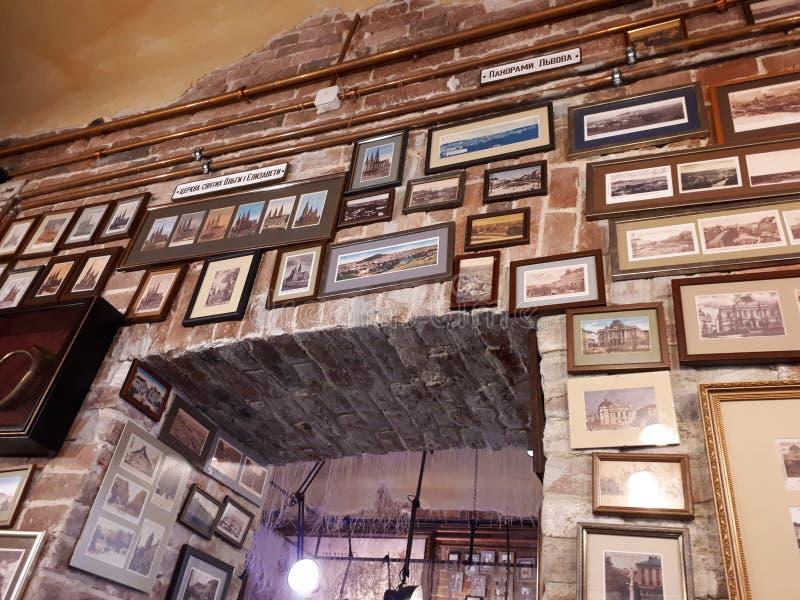 Restaurante de Poshta em lviv foto de stock royalty free
