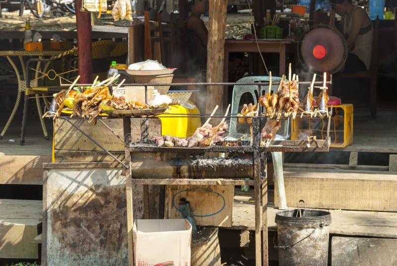 Restaurante do BBQ com peixes e carne foto de stock royalty free