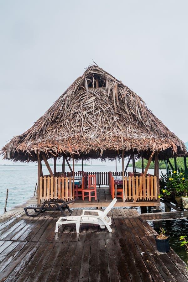 Restaurante do beira-mar no arquipélago de Toro do del de Bocas, Pana imagens de stock royalty free