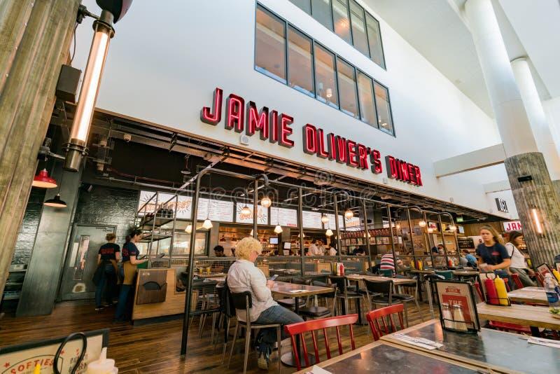 Restaurante do jantar de Jamie Oliver no aeroporto de Gatwick imagens de stock