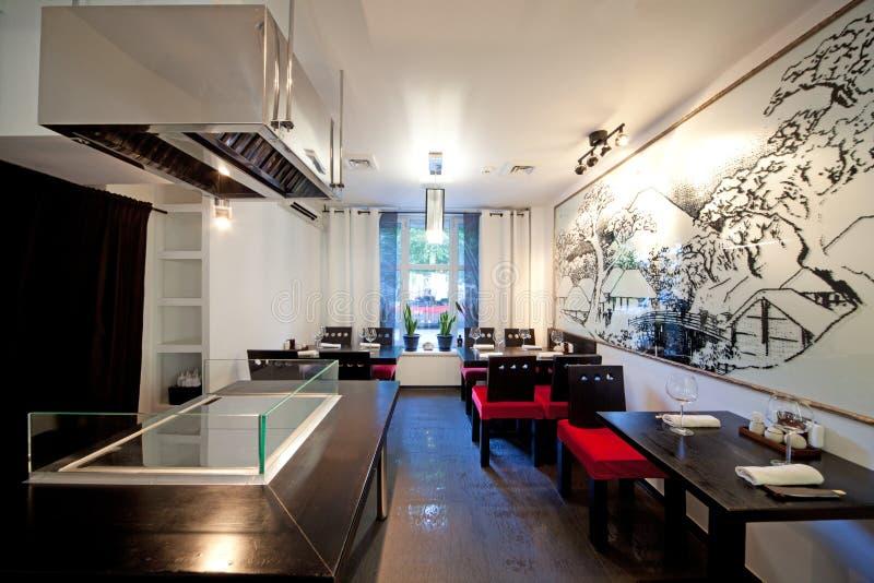 Restaurante do sushi com retrato na parede fotografia de stock royalty free