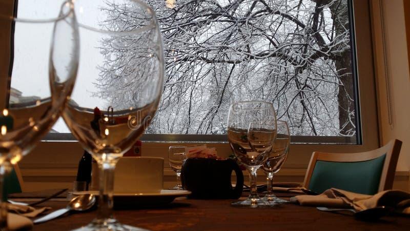 Restaurante durante las nevadas foto de archivo libre de regalías