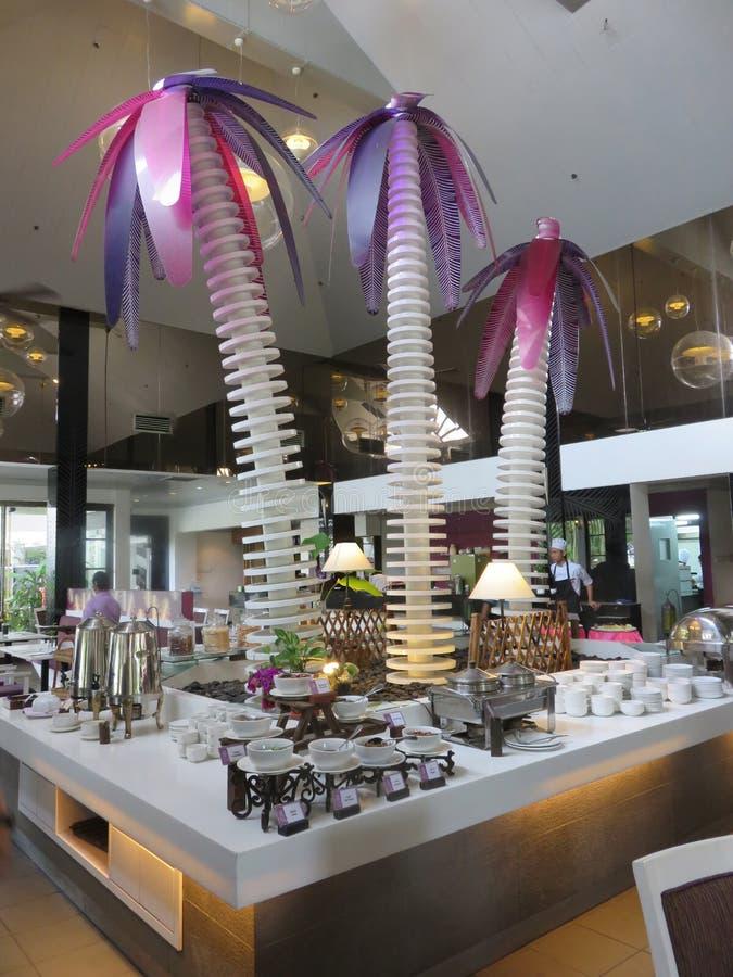 Restaurante en el complejo playero de Desaru de la arena y de las sandalias, Johor, Malasia fotografía de archivo libre de regalías