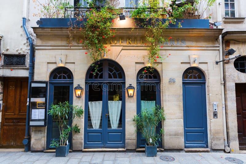 Restaurante en el Saint Louis de Ile, París, Francia fotografía de archivo