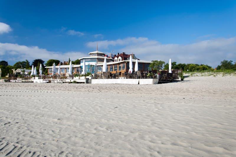 Download Restaurante En La Costa Del Mar Báltico Fotografía editorial - Imagen de día, azul: 41905857
