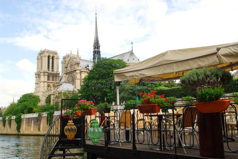 Restaurante en Seine imagen de archivo