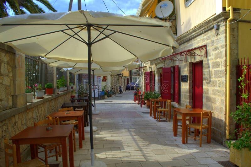 Restaurante griego del café de la acera, Lefkada, Grecia imagen de archivo
