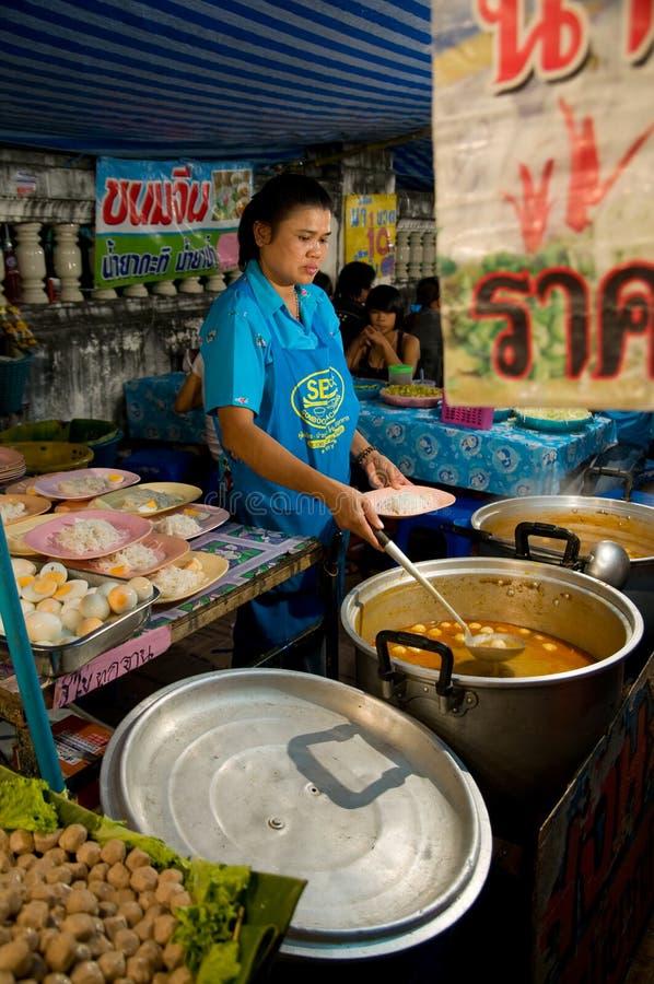Download Restaurante Improvisado Na Feira Do Templo Em Tailândia Imagem Editorial - Imagem de tailândia, alimento: 16867105
