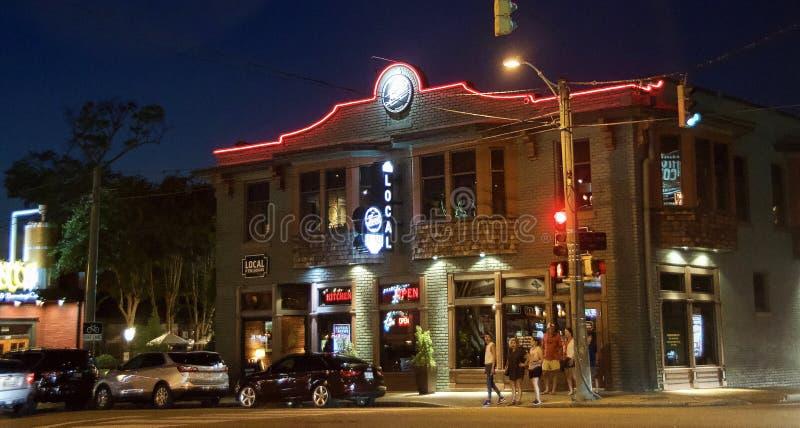 Restaurante local no quadrado de Overton, Memphis, TN imagem de stock