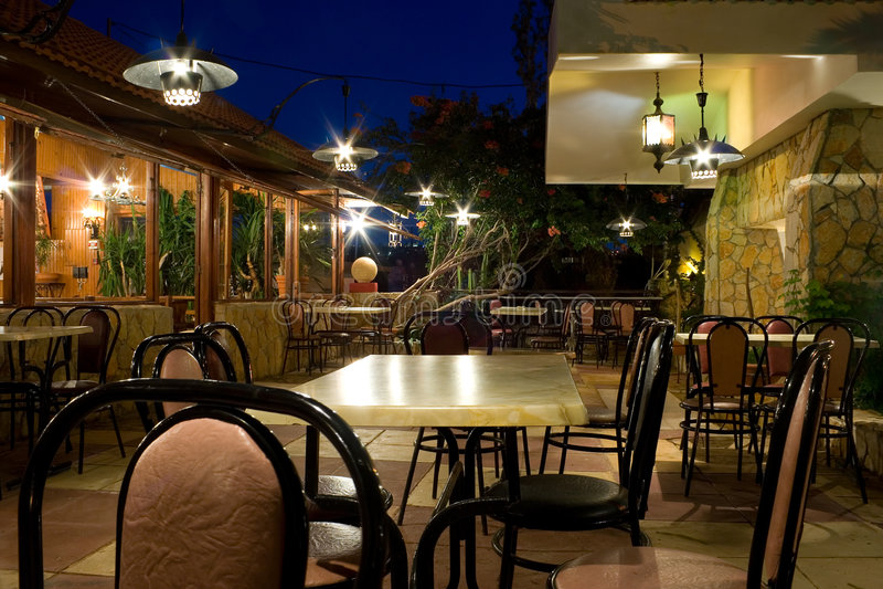 Restaurante na noite fotos de stock royalty free