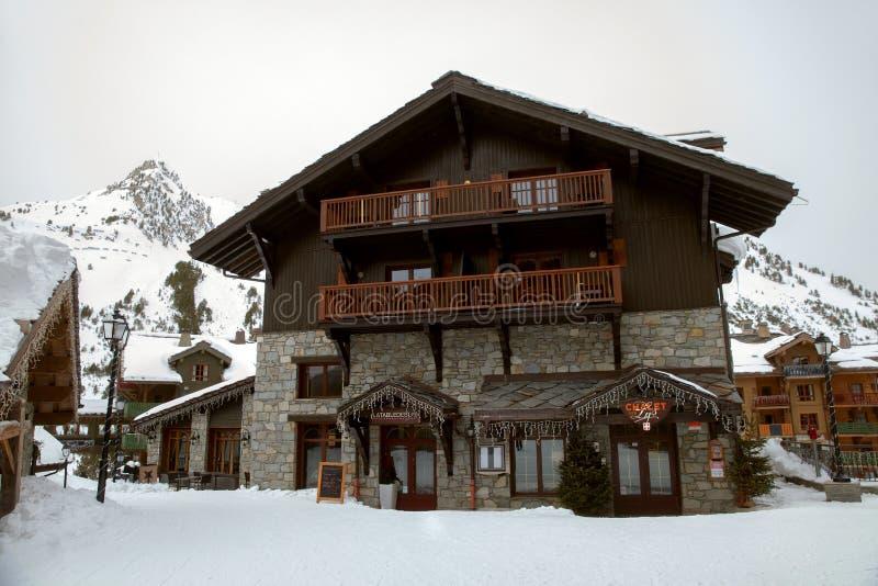 Restaurante no campo no dia overcast de inverno fotos de stock royalty free