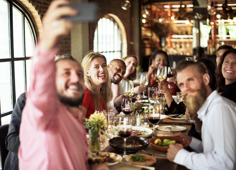 Restaurante que enfría hacia fuera concepto reservado de la forma de vida con clase fotos de archivo libres de regalías