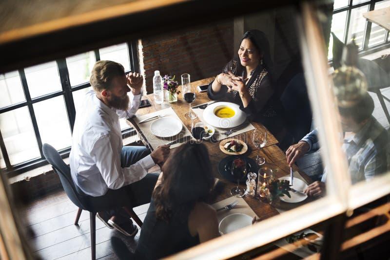 Restaurante que enfría hacia fuera concepto reservado de la forma de vida con clase fotografía de archivo
