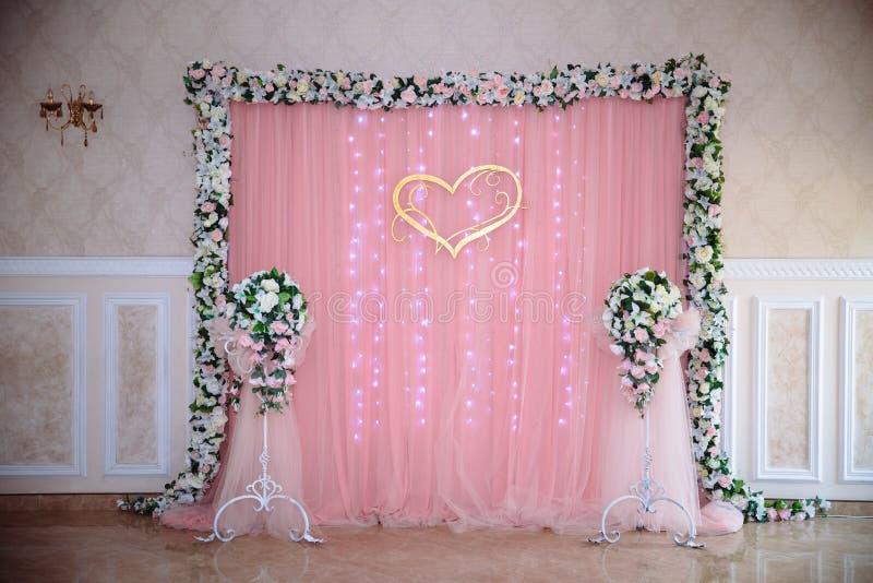 Restaurante que se casa adornado hermoso para la boda Decoración colorida para la celebración Interior nupcial de la belleza imagen de archivo libre de regalías