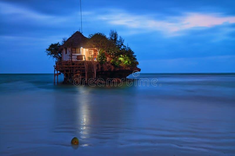 Restaurante romântico da rocha fotografia de stock