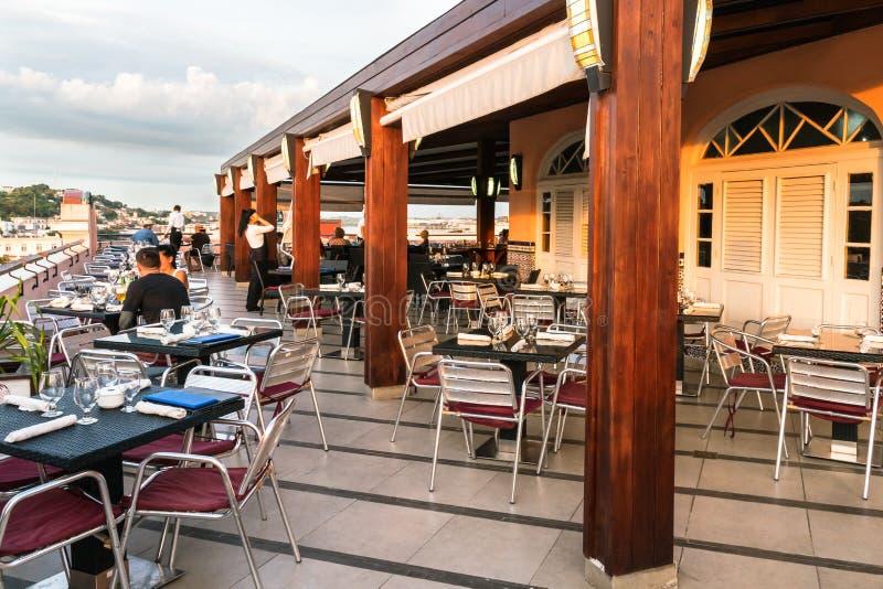 Restaurante superior de la terraza del tejado foto de archivo