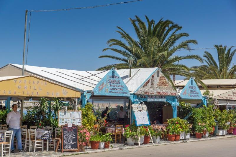 Restaurante típico en la ciudad de Sami, Kefalonia, islas jónicas, Grecia fotos de archivo
