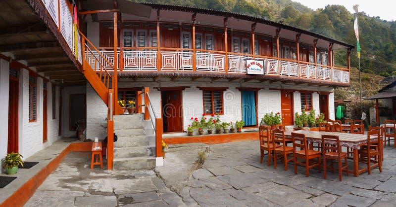 Restaurante tradicional da vila de Nepal imagem de stock