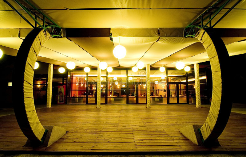Restaurante vazio na noite.   foto de stock royalty free