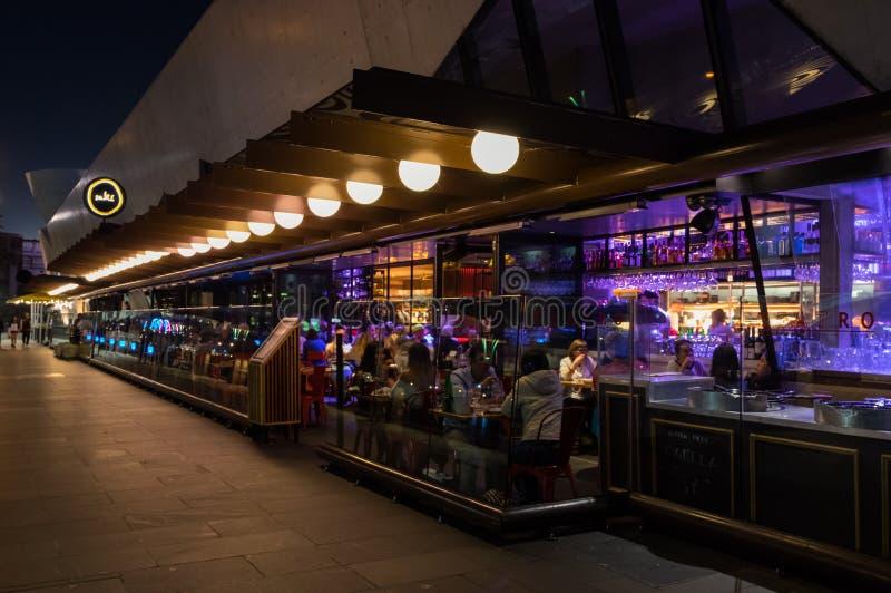 Restaurante y barra del motivo en Hamer Pasillo en Melbourne central imagenes de archivo