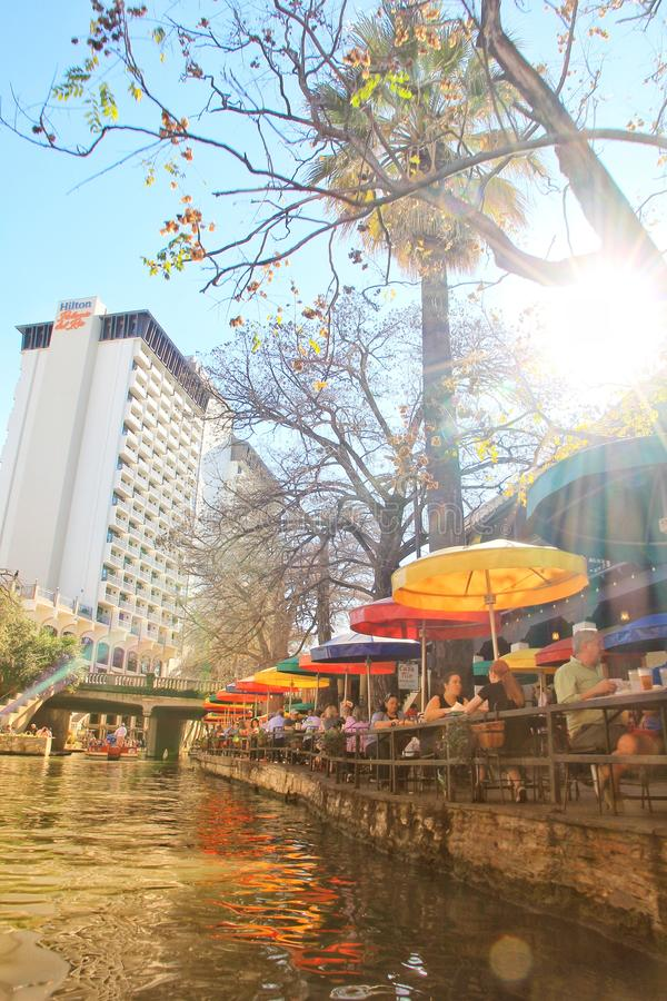 Restaurantes ao longo de San Antonio River Walk fotos de stock