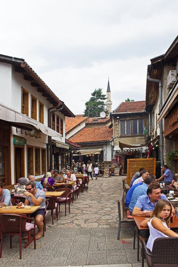 Restaurantes da rua de Sarajevo fotos de stock