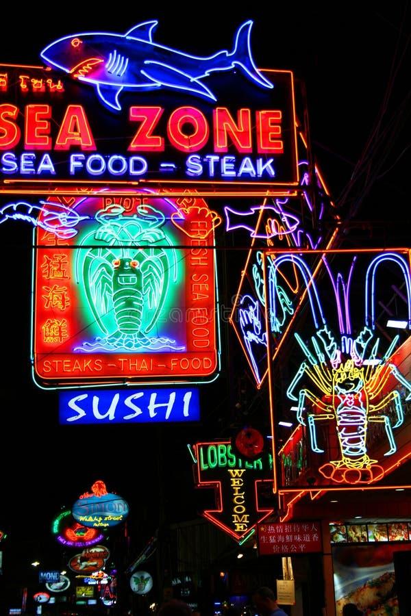 Restaurantes da vida noturno, Pattaya, Tailândia. imagens de stock