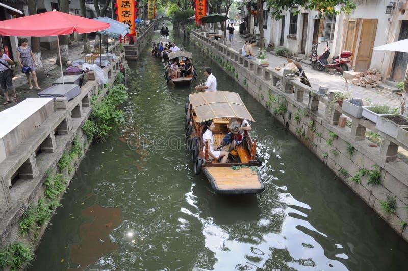 Restaurantes de la ciudad de Tongli del chino y canal del agua fotografía de archivo